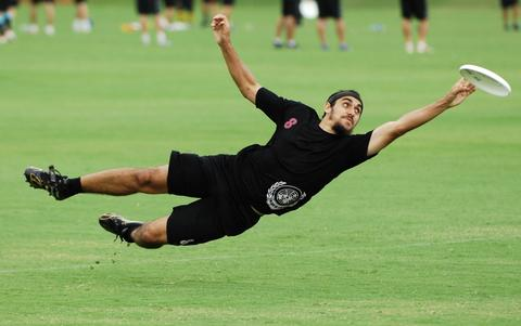 DUDE Clothing - Ultimate Frisbee Catch - Lay out