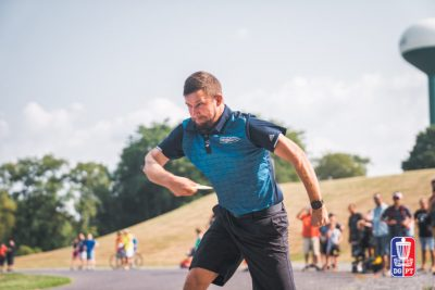 An image of a man playing on Disc golf tournament open 2018